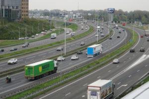 Minister wil minder wegtransport