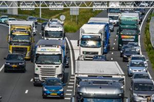 Kabinet investeert fors in wegen